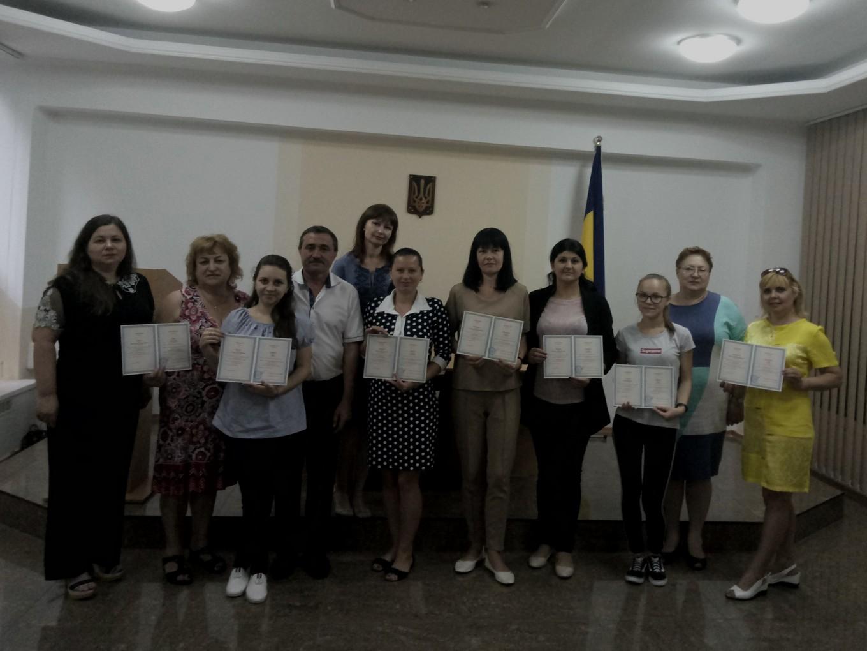Випускники курсів понад обсяги, встановлені навчальними планами, з англійської, німецької, болгарської та румунської мов